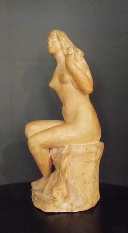 Putrih, Sedeči ženski akt